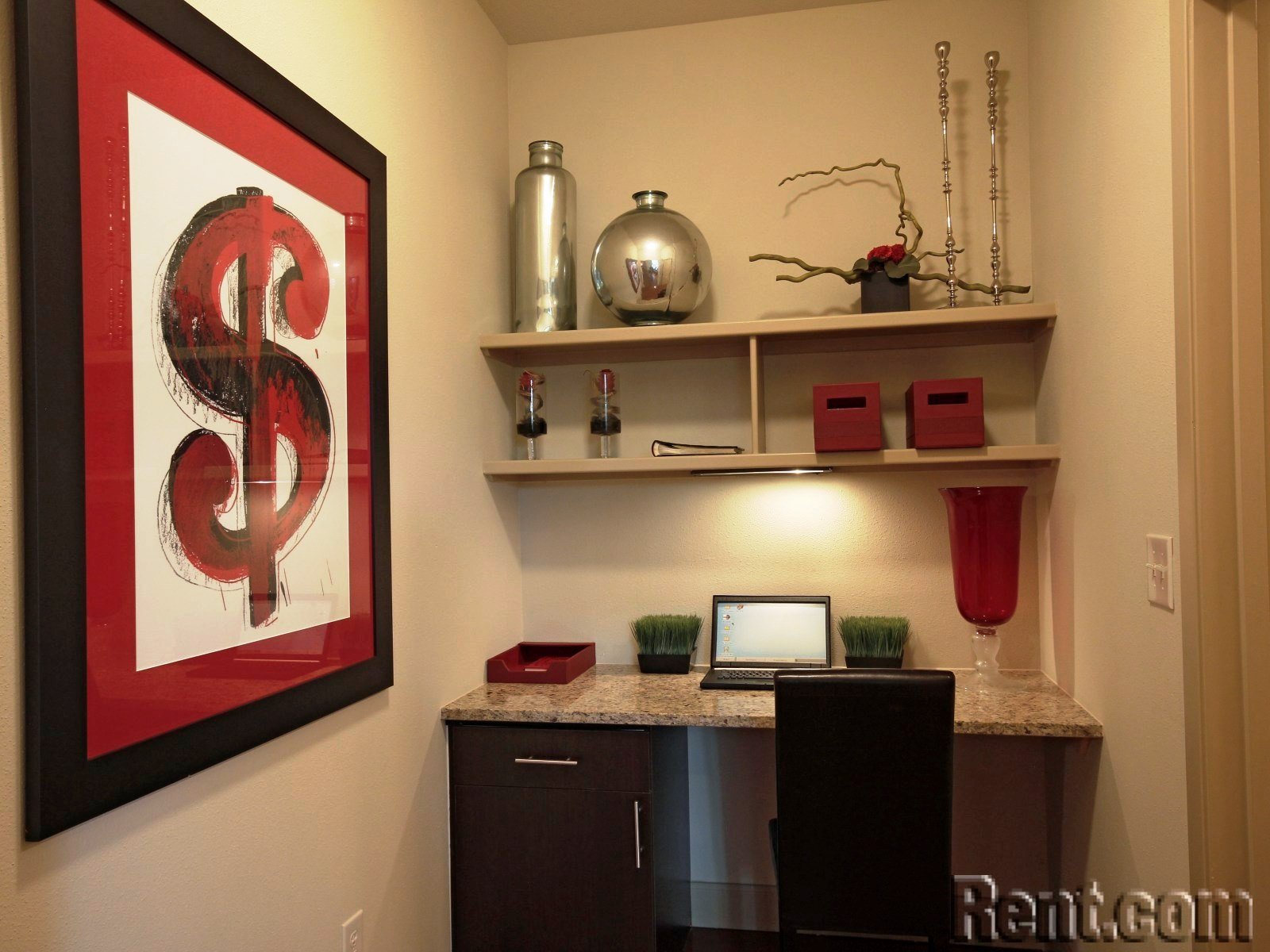 Making a Home Office in Your Apartment - Personalize