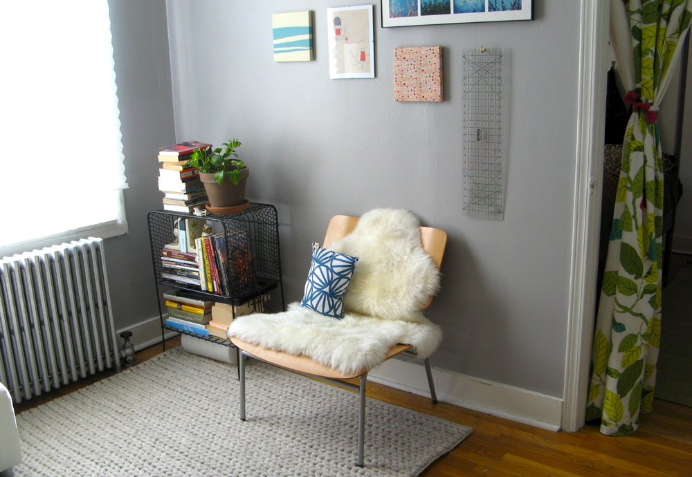 Furnishing a Small Apartment 10 Tips for Finding Great Furniture - Add a Light-Colored Rug