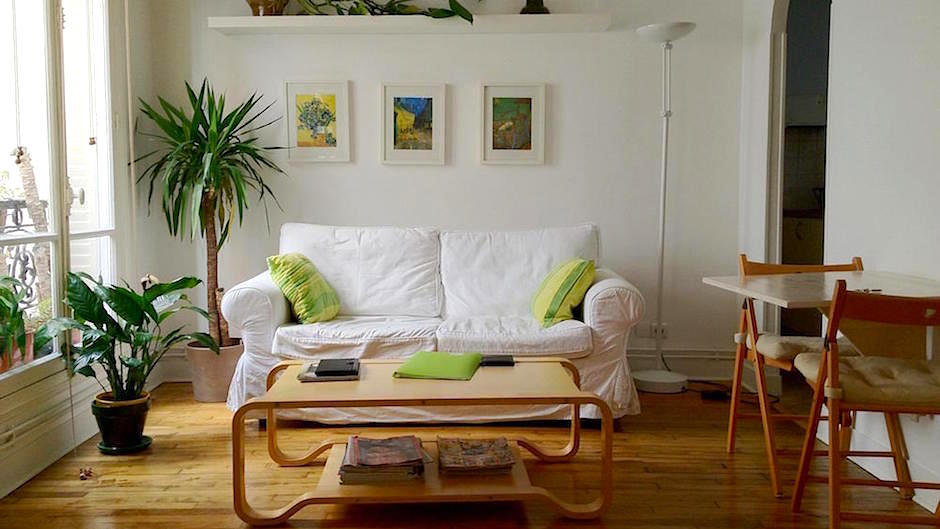 Furnishing a small apartment how to furnish a small for Small apartment chairs