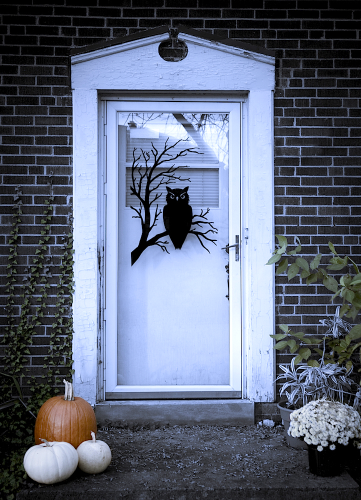 Halloween Ideas for Decorating Your Apartment - Welcoming Entryway