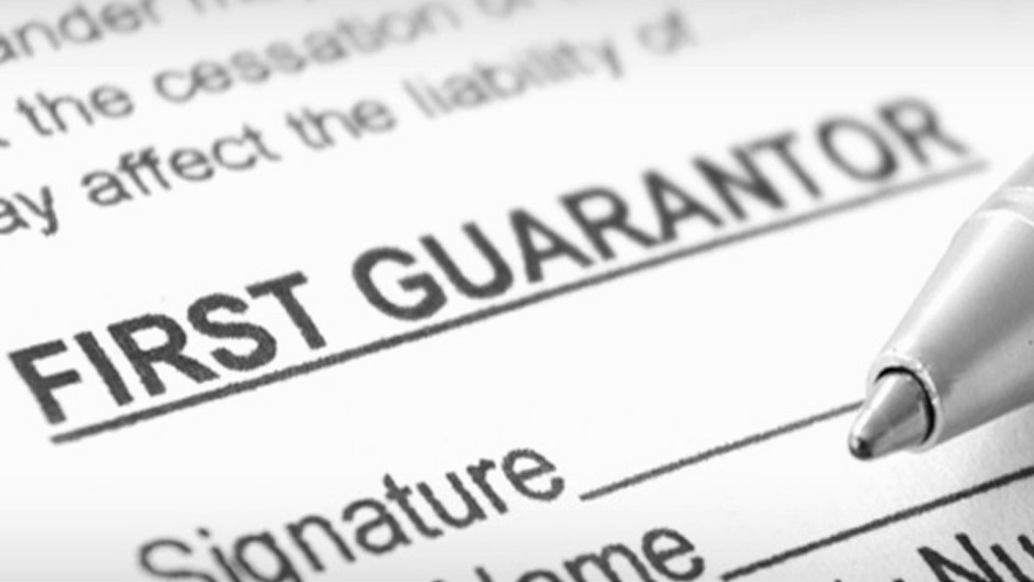Apartment Guarantor – Signing an Apartment Lease