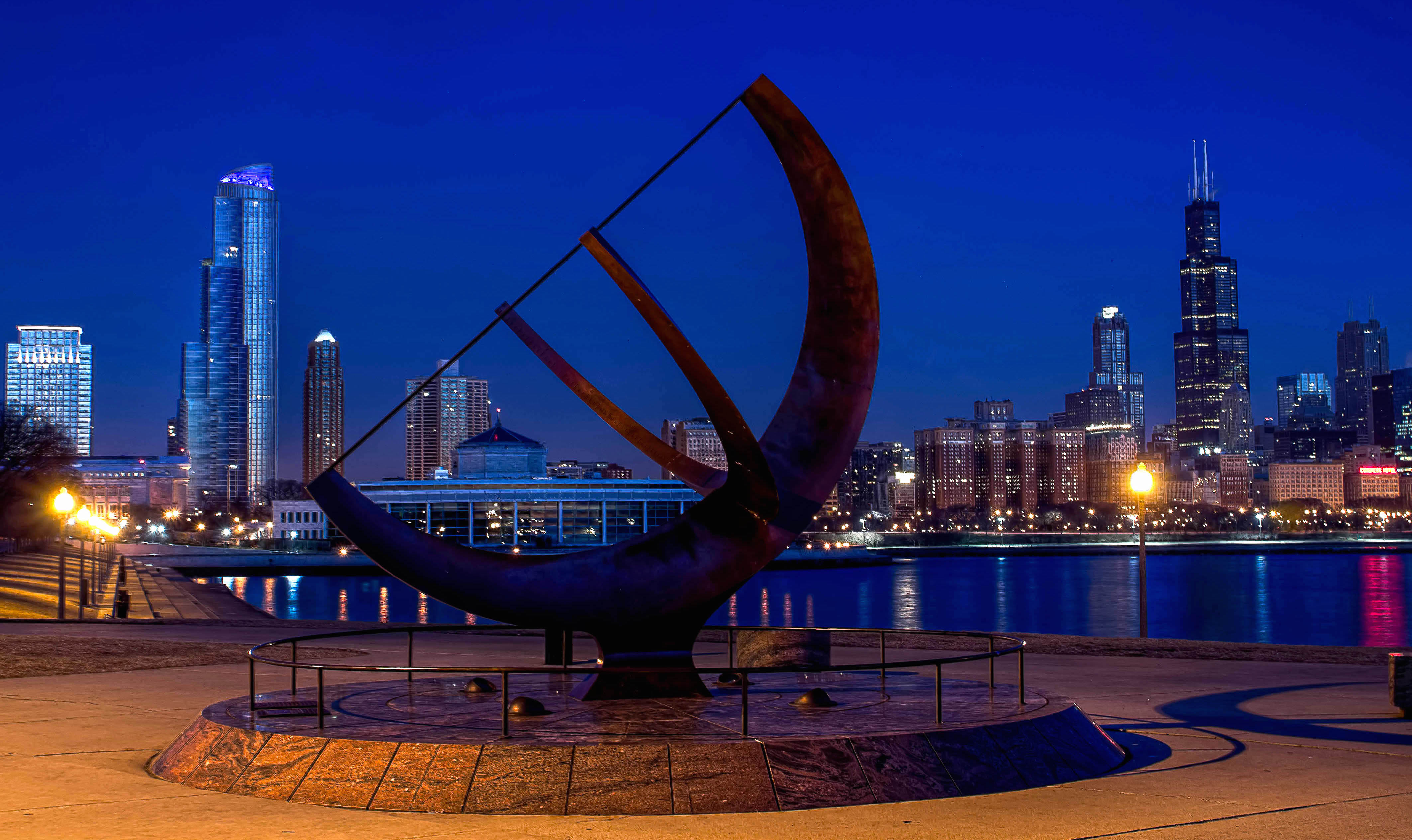 7 Affordable First Date Ideas in Chicago - Adler Planetarium