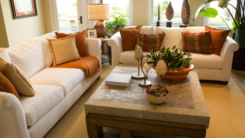 decorating a coffee table rentcom blog - Living Room Table Decor