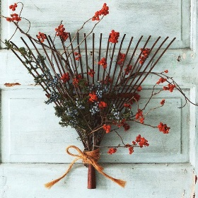 DIY Fall Wreath Ideas - Rake Wreath with Leaves