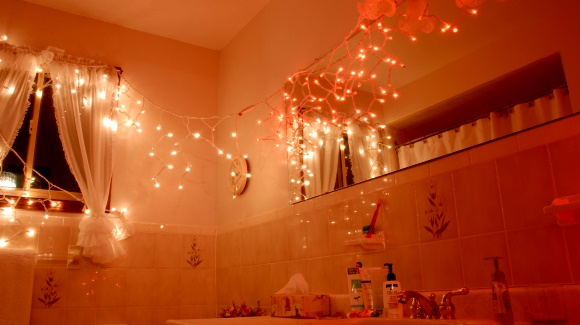 Holiday Decorating: Decorate the Bathroom