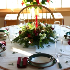Holiday Decorating: Rustic Christmas Table Setting