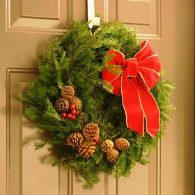 Holiday Decorating: Classic Wreath