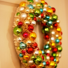 Holiday Decorating: Ornament Wreath