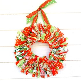 Holiday Decorating: Fabric Scrap Wreath