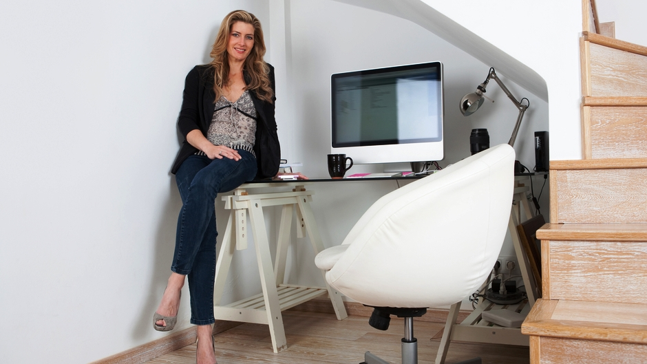 How to design a home office in a small space blog - Small space to rent photos ...