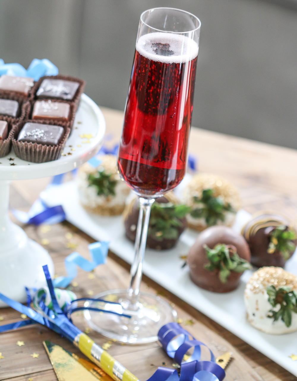 Oscar Party Ideas for a Fabulous Get-Together - Make Signature Drinks