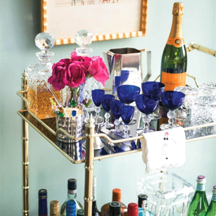 Home Bar Ideas for Your Apartment - Elegant Bar Cart