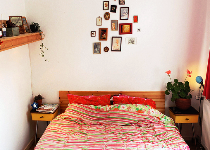 6 Ideas to Open Up a Tiny Bedroom Space - Furniture