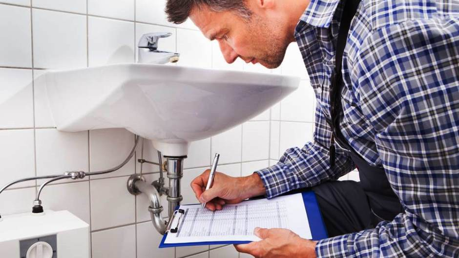 Should You Tip the Building Maintenance Staff