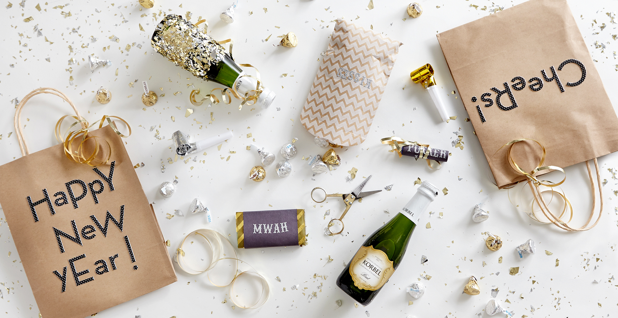 DIY New Year\'s Eve Decorations and Tablescape for Under $50 - Rent ...