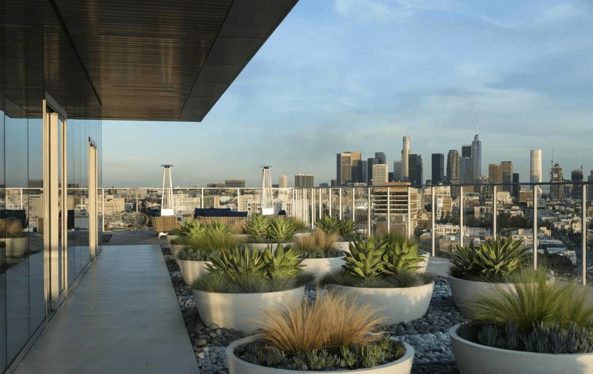 rooftop area of 3033 Wilshire