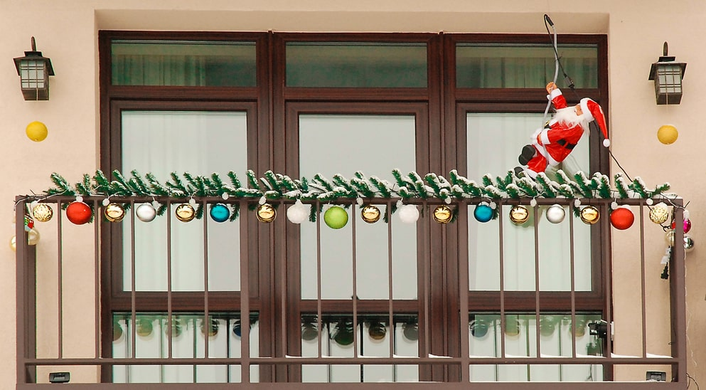 how to decorate a balcony 6 Festive Ways To Decorate Your Balcony For The Holidays