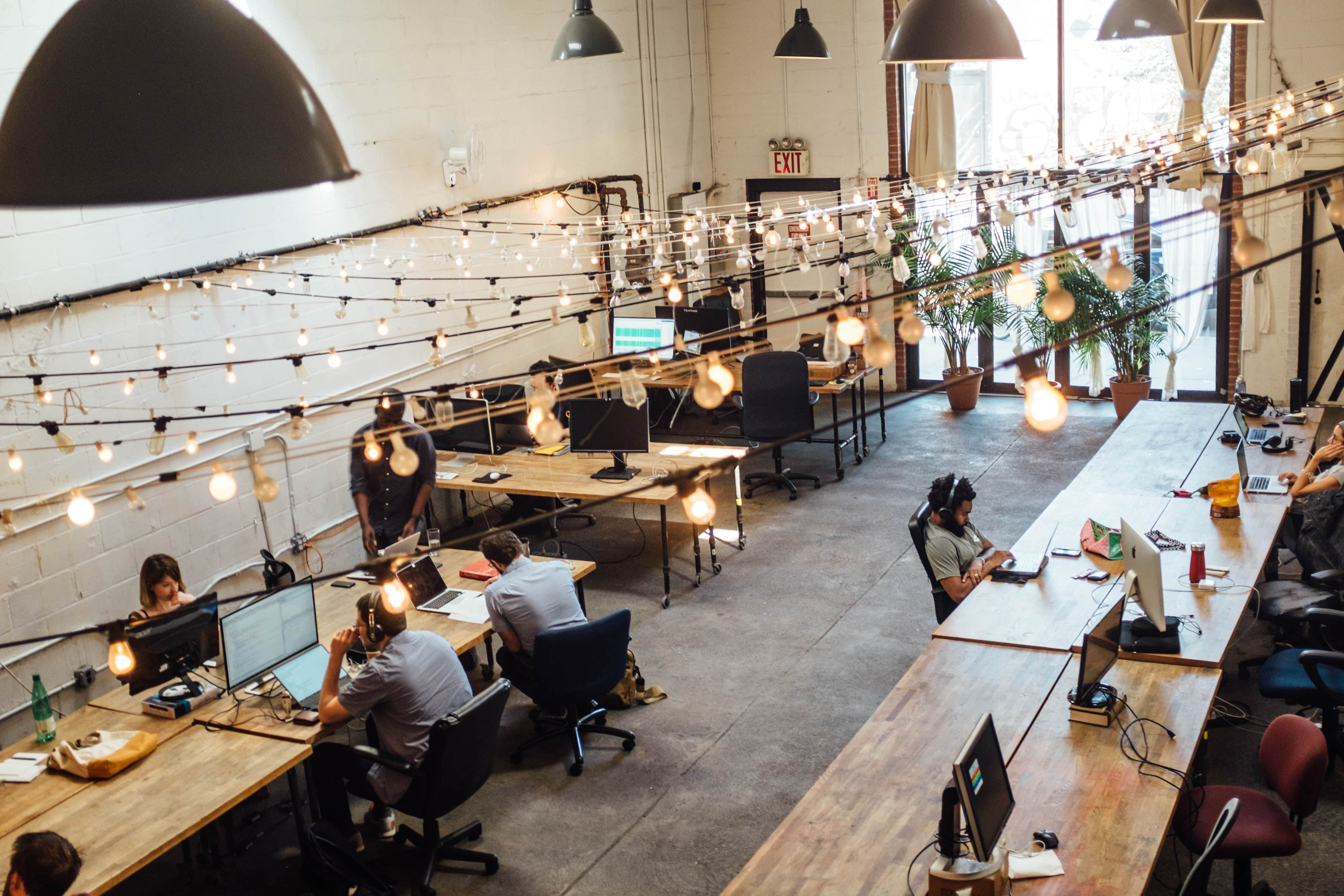 Working Remotely? Here are 4 Major Benefits of Coworking Spaces