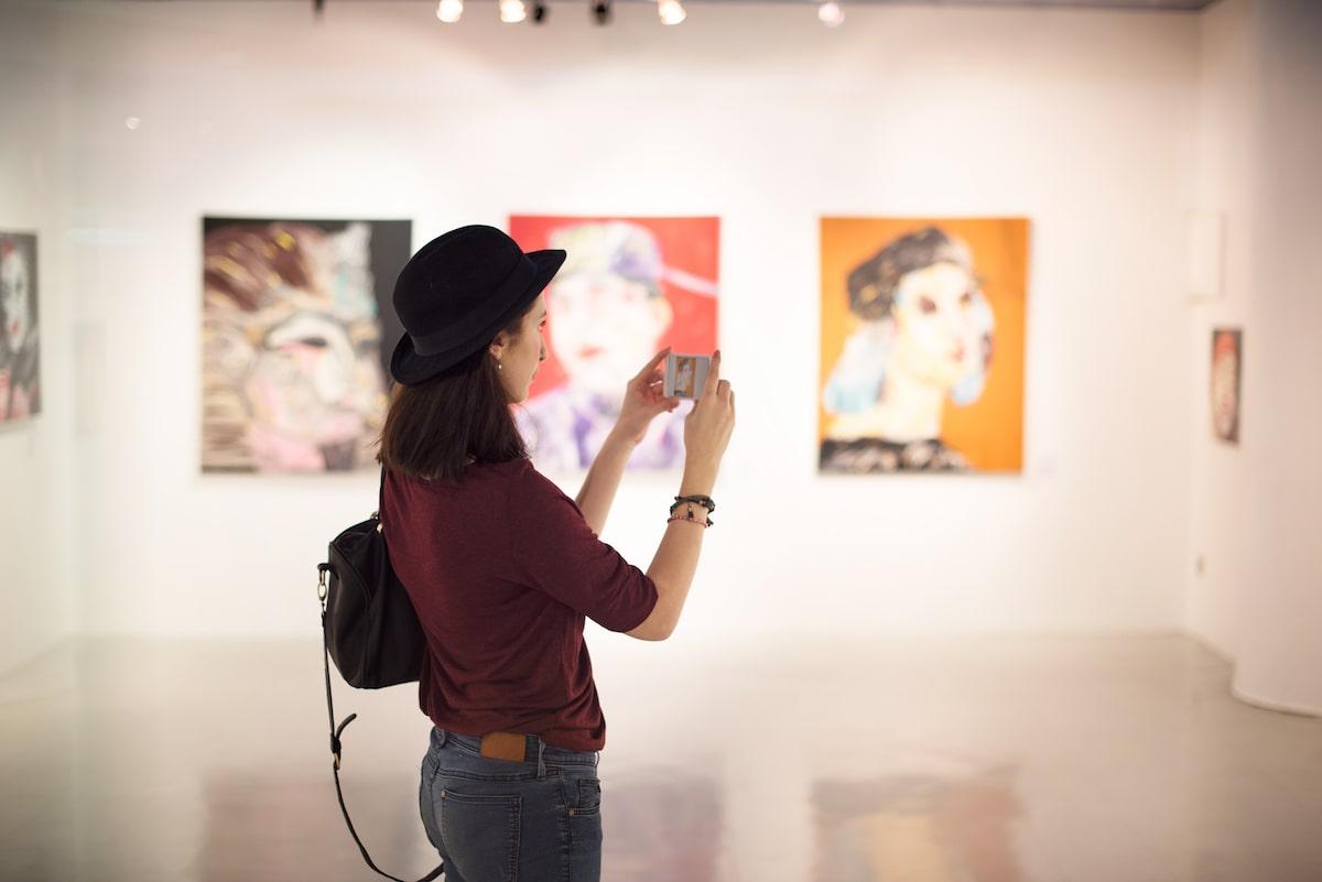 art gallery walk