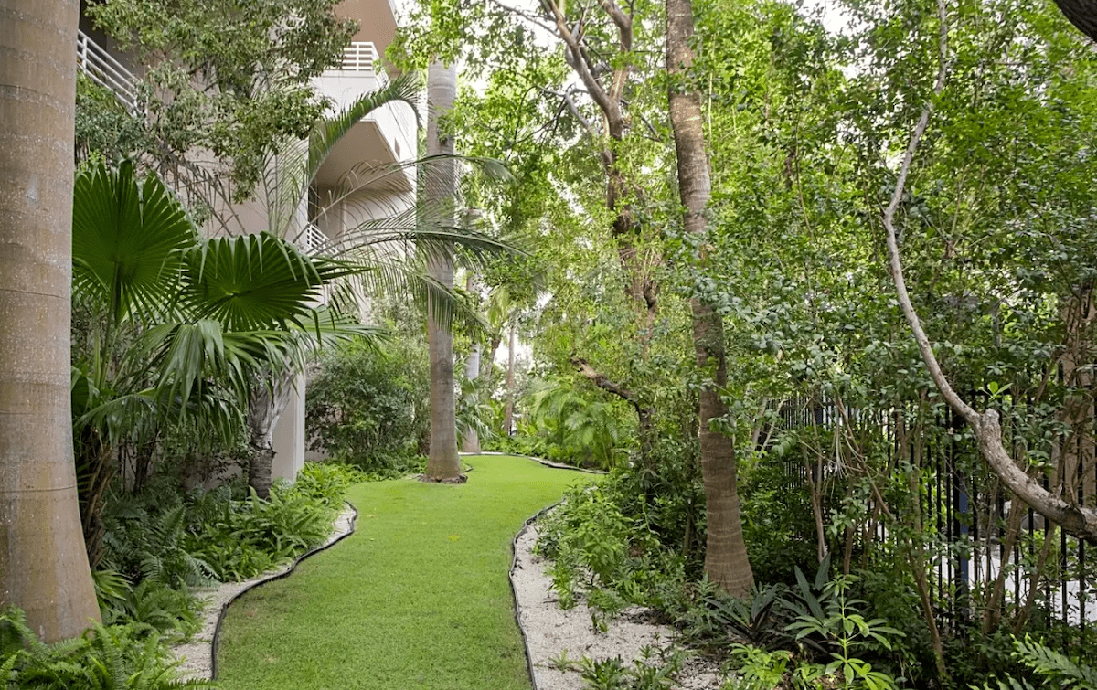 grounds at Steamboat property in Key West