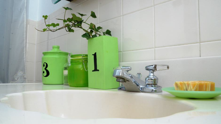 Bathroom Decorating Ideas for Small Apartments - Rent Blog on Bathroom Ideas Apartment  id=33337