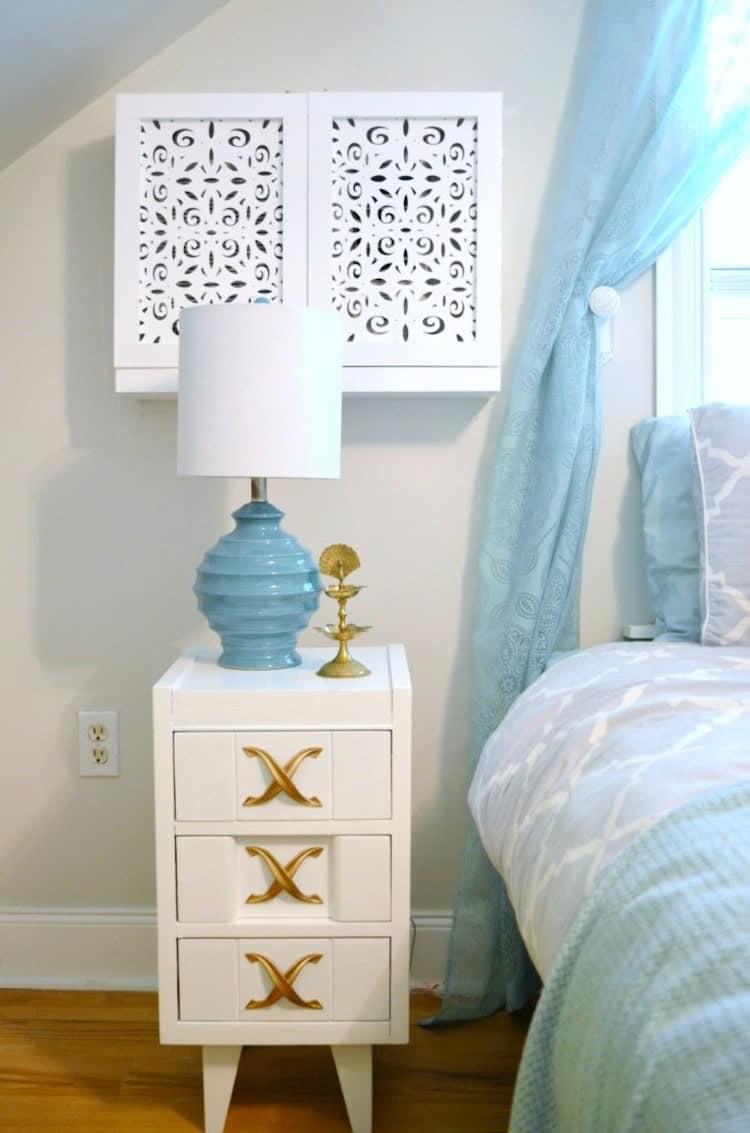 Dormitorio en azul, blanco y dorado