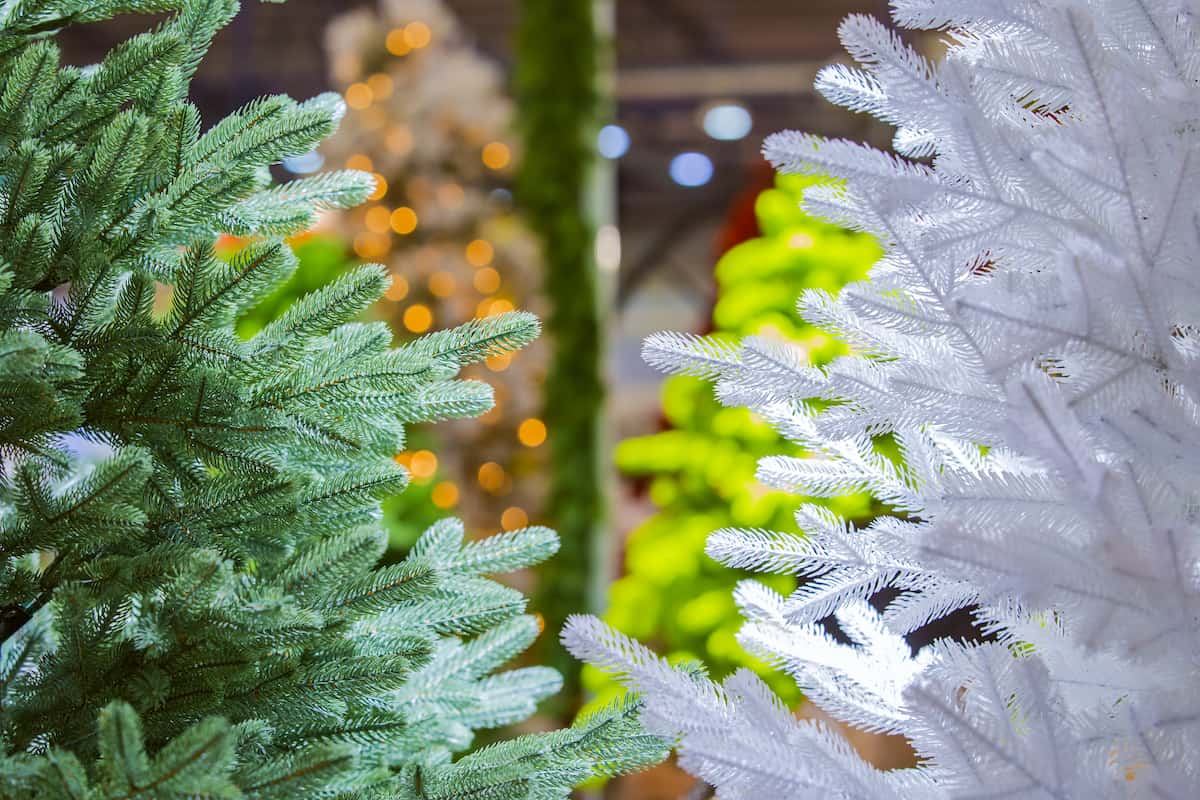 Artificial Christmas Trees vs. Real Christmas Trees: Which is Best for Your Apartment? - Rent Blog