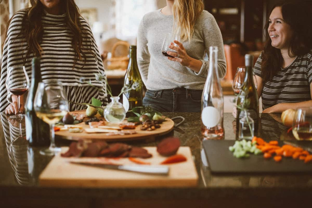 best blogs for apartment living about dinner party