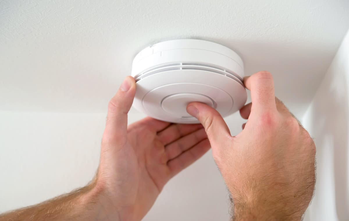 questions to ask when renting a house, when was the smoke detector last changed?